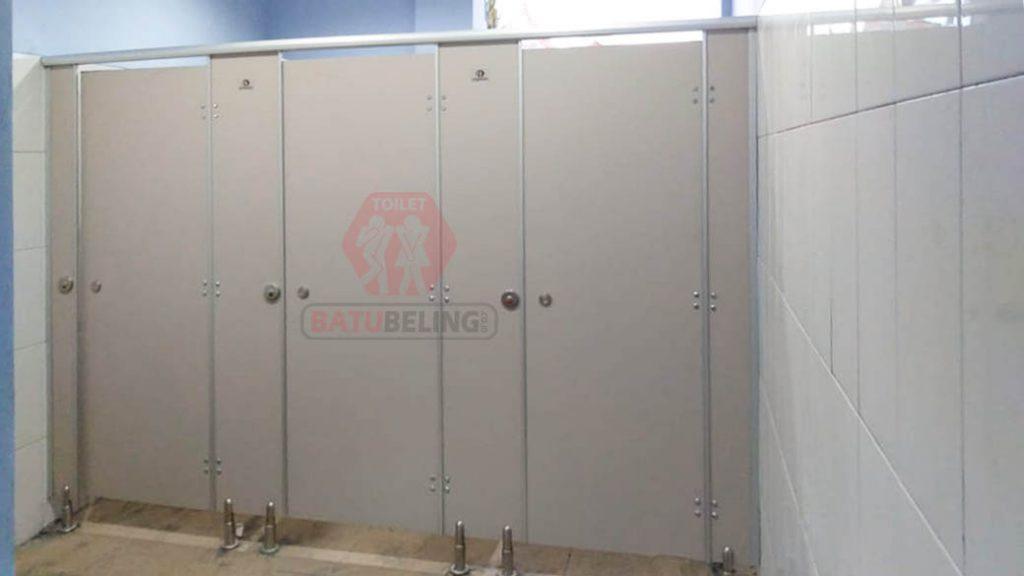 cubicle toilet dungkek