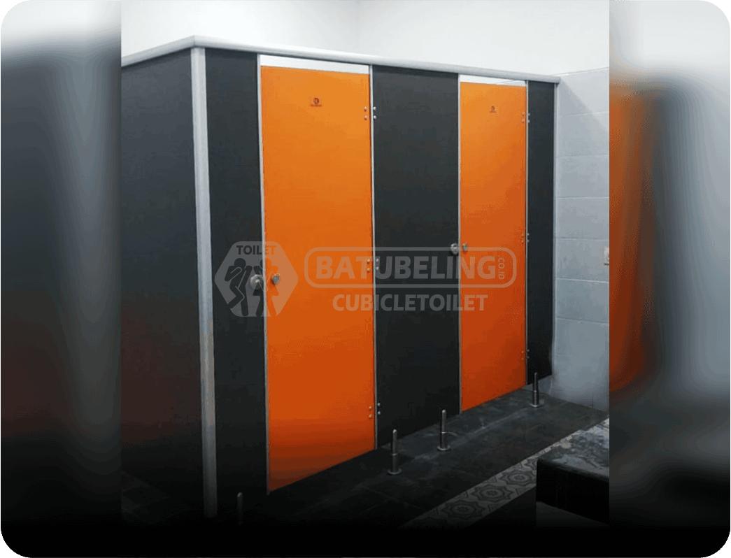 partisi-phenolic-cubicle toilet